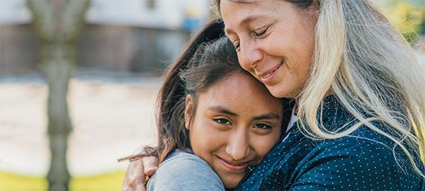 Peru_sponsored-child-meets-her-sponsor_600x270