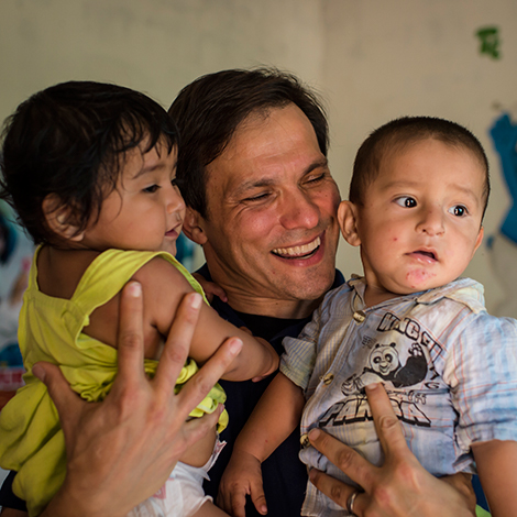 Jimmy Mellado holding babies in Bolivia