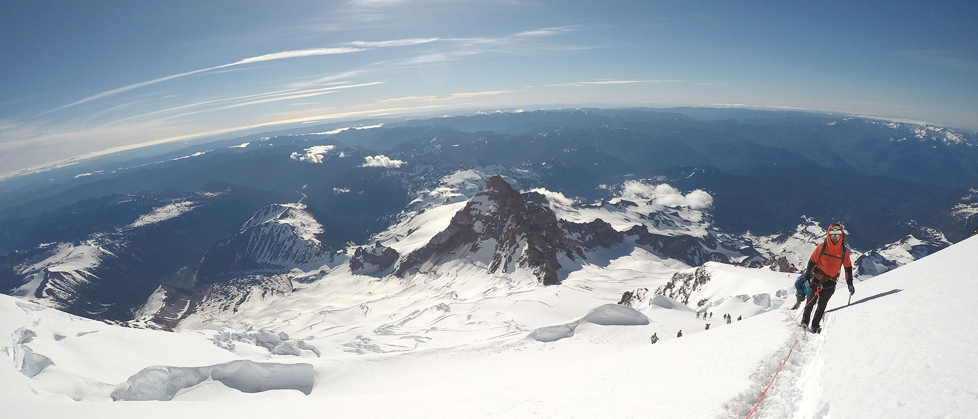 Seeing a curved horizon from high up Mt Rainer