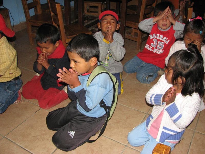 Bolivia children praying