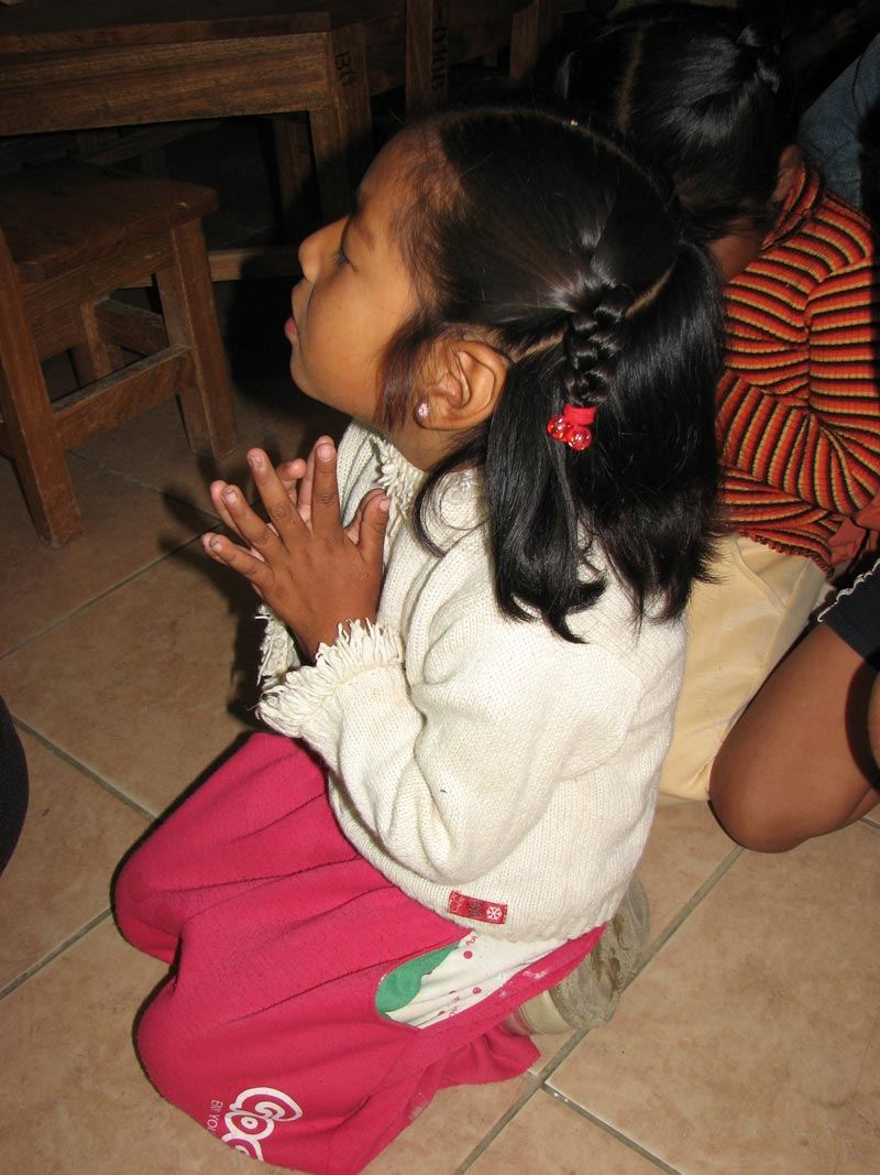 Bolivia girl praying