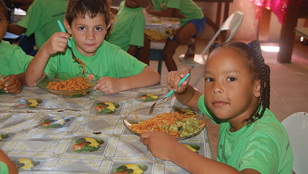 Brazil Children Eating