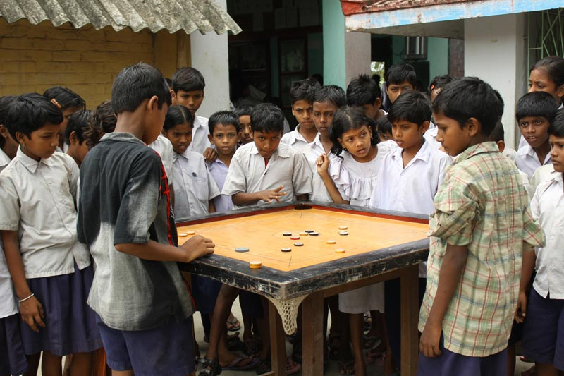 East India children playing game