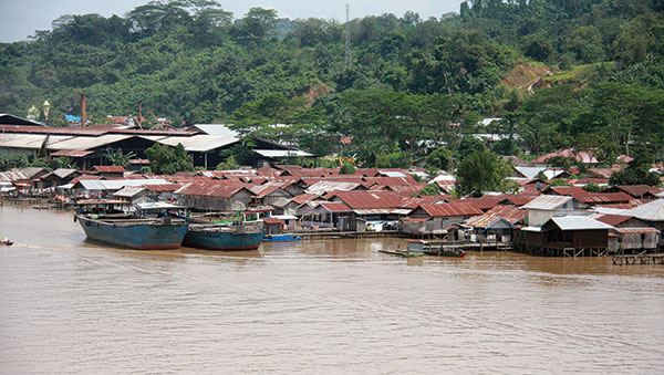 East Indonesia boats and homes on water