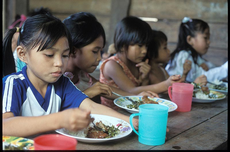 East Indonesia girls eating
