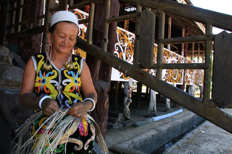 East Indonesia woman weaving mat