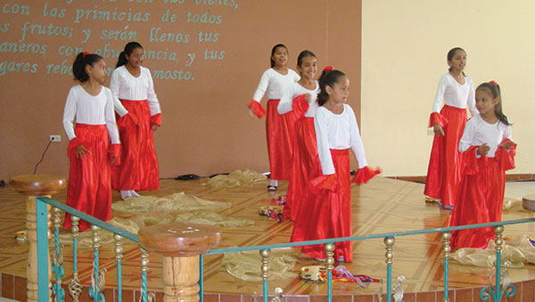 Honduras Girls Dancing