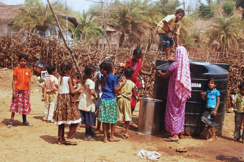 India children at water container