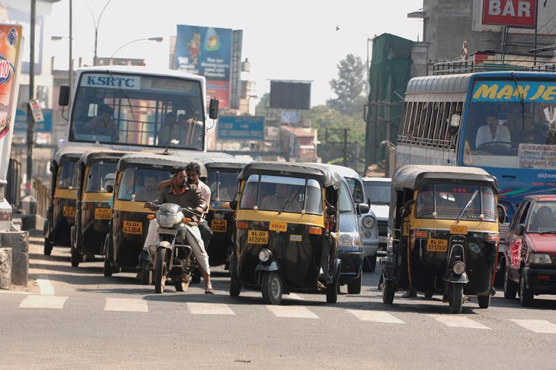India street crowded with taxis