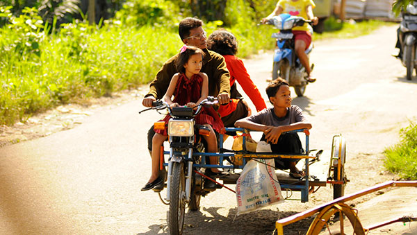 Indonesia family on bicycle
