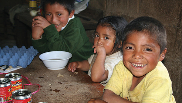 Mexico Children Eating Lunch