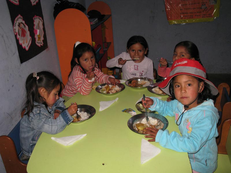 Peru Children Eating