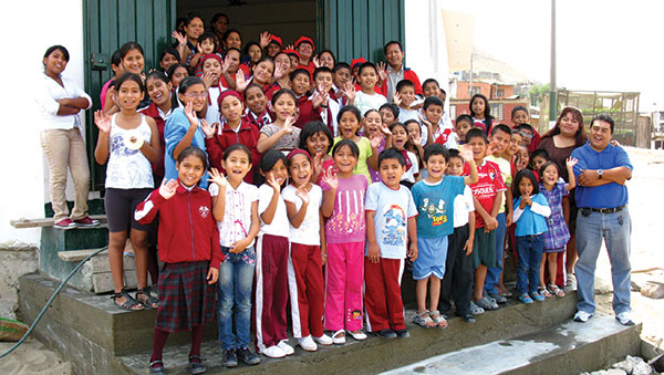 Peru Children Waving