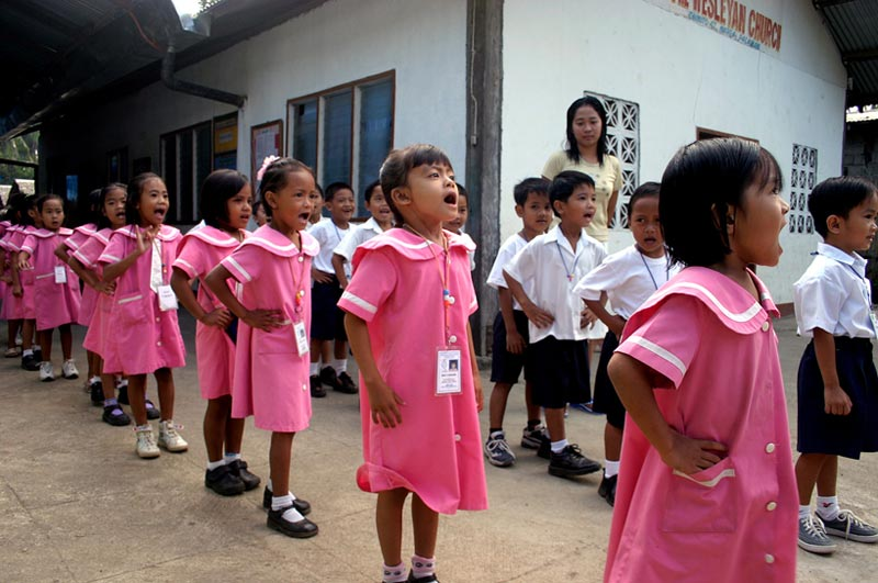 Philippines children singing