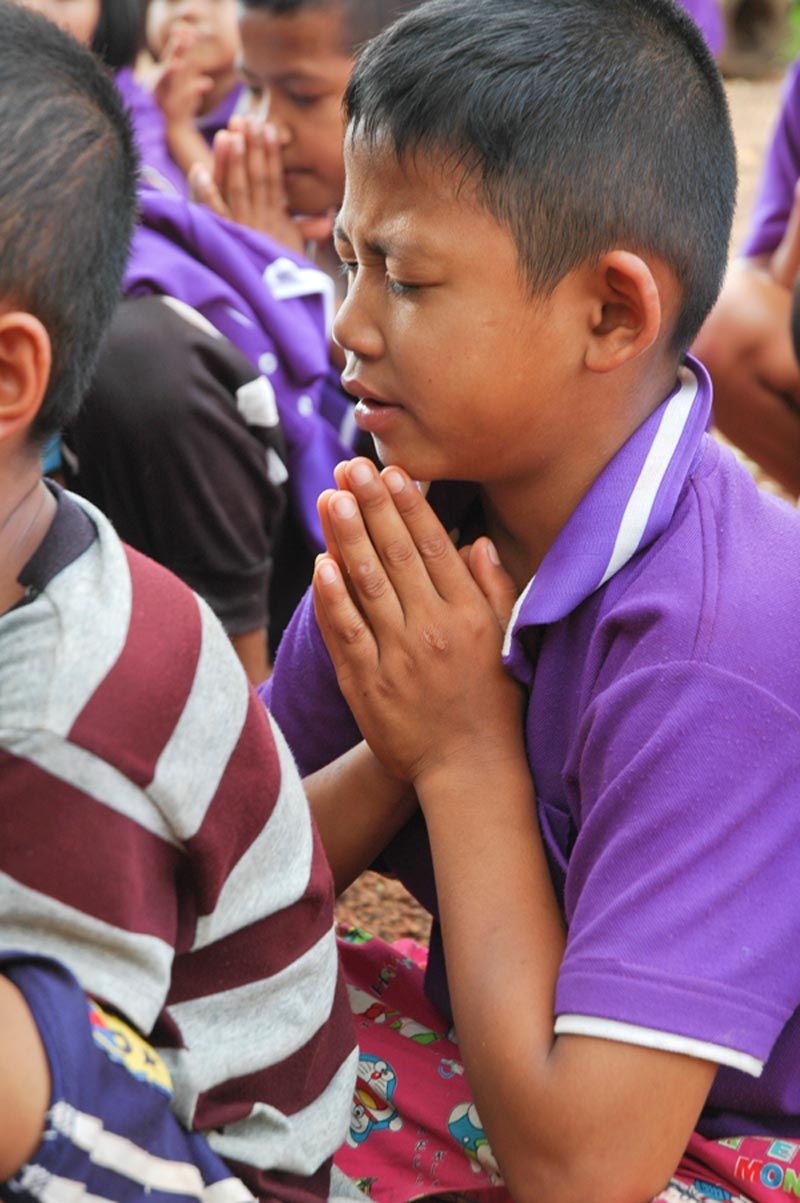 Thailand boy praying
