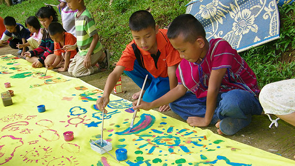 Thailand boys painting pictures