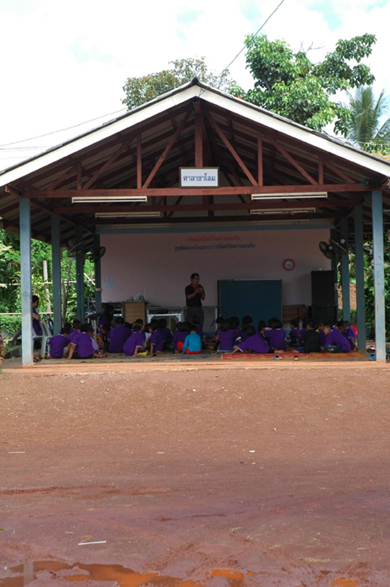 Thailand children in outdoor classroom