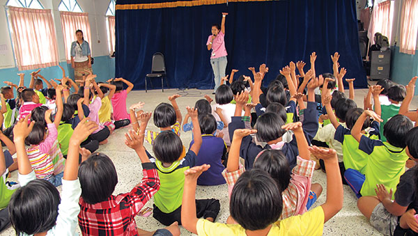 Thailand children raising hands in class