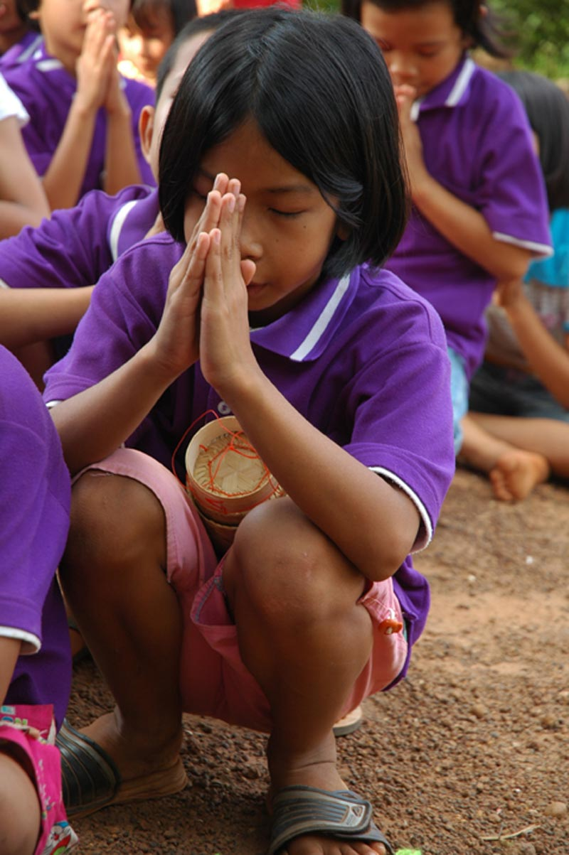 Thailand girl praying
