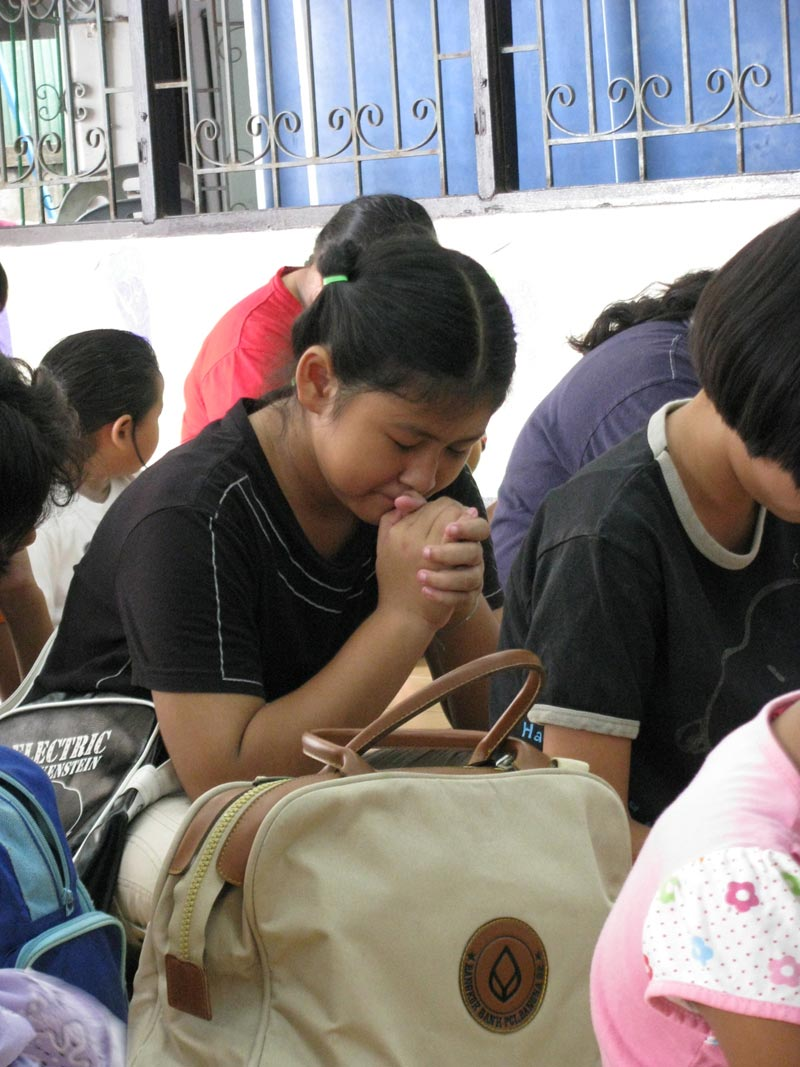 Thailand teen girl praying