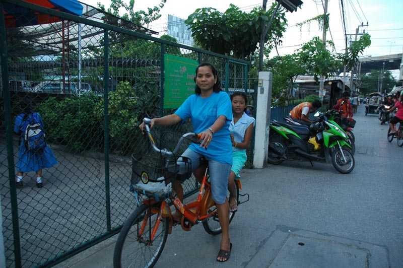 Thailandmother and daughter on bicycle